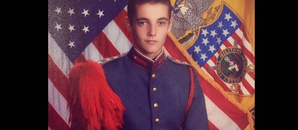 Le soldat Louis Sarkozy fait la fierté de sa famille - Gala