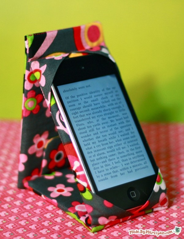 DIY iPhone Case Stand
