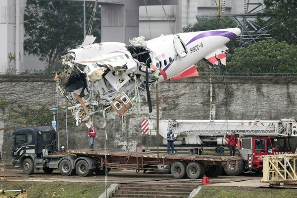 Écrasement à Taïwan: les deux moteurs de l'avion étaient à l'arrêt | Amber WANG | Asie & Océanie