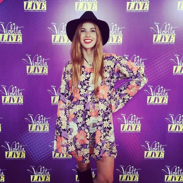 """Cande Molfese on Instagram: """"Buen día ! Yendo a ensayar #ViolettaLive ! Ayer look total by @guillerminaregalado @negromasnegro #candemolfeselook"""""""