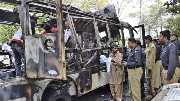 Pakistan : des attentats font au moins 25 victimes dont 14 étudiantes | Radio-Canada.ca