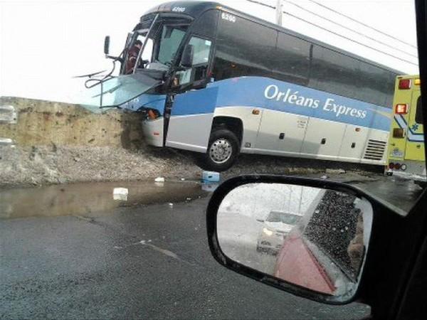 Un autocar d'Orléans Express impliqué dans un accident - Salle des nouvelles - CHAU