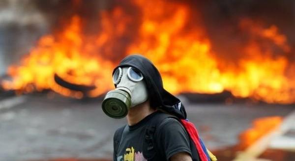 Endosar a Maduro crímenes de lesa humanidad cometidos por la oposición venezolana: como en Libia, ¿la intervención estáservida?