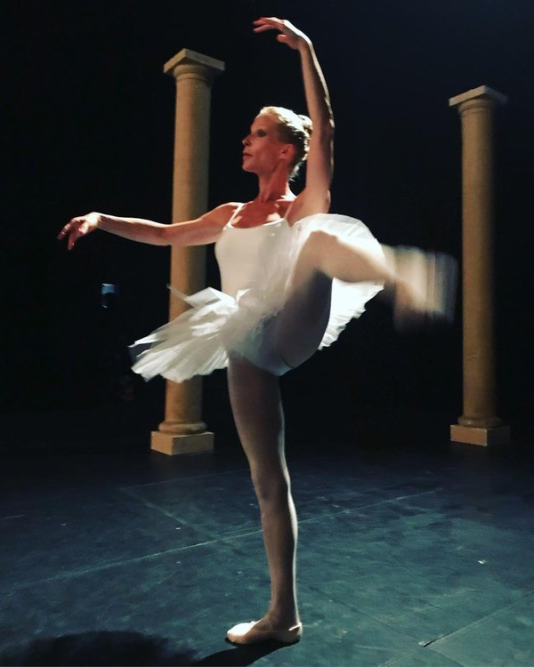"""Rebecca Hampton on Instagram: """"Nouveau rôle... Mais où sont mes bases?? #danse #tutu #theatre #serie #acting #classique #tournage #theatredugymnase @villemarseille…"""""""