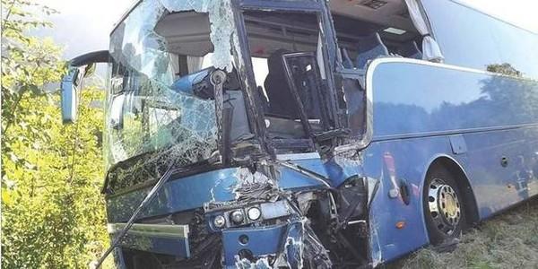 """Un autocar belge a failli basculer dans un ravin en Haute-Savoie: """"Nous sommes passés à côté d'une catastrophe"""""""