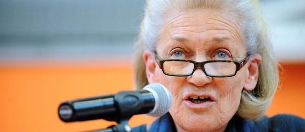 Élisabeth Badinter appelle au boycott des vêtements islamiques
