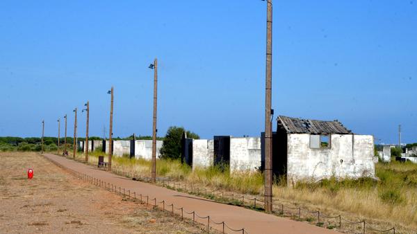 """L'État condamné pour les conditions de vie """"indignes"""" dans les camps de Harkis de Rivesaltes"""