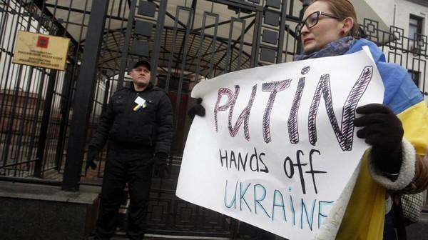 """Ukraine : """"La pression internationale est un des rares moyens pour faire reculer Poutine"""""""