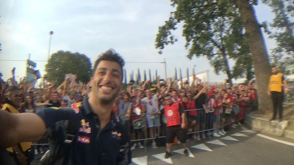 Instagram video by Daniel Ricciardo • Sep 4, 2016 at 7:34am UTC