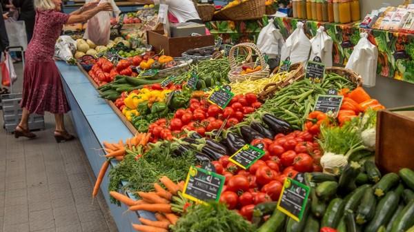 """5,50 euros le melon et 8 euros le kilo de tomates : le prix des légumes """"est déconnecté de la réalité"""", estime le président de Légumes de France"""