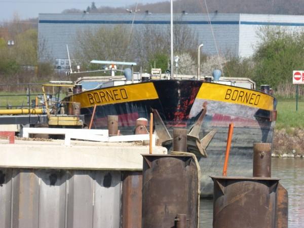 BORNEO...et sa barge...BORA BORA....MONTEREAU...MARS 2014