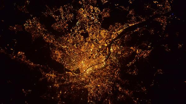 ISS : Thomas Pesquet poste une photo (la bonne) de Lyon vue de l'espace - France 3 Auvergne-Rhône-Alpes
