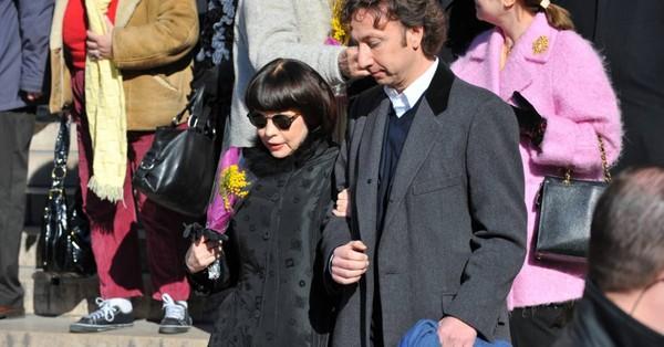 PHOTOS - Mireille Mathieu et Stéphane Bern aux obsèques d'Henri Salvador, samedi 16 février 2008, en l'église de la Madeleine