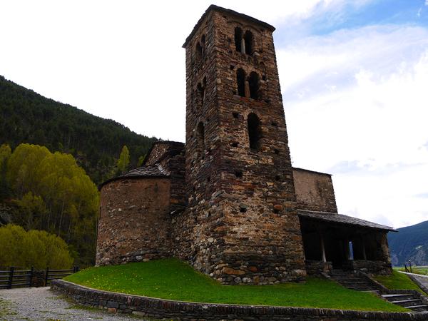 Planificateur financier. Comment payer moins d'impôts? Andorre: 2% d'impôt sur le revenu; 4,5% de TVA; 10% d'impôt sur le revenu | ALL ANDORRA