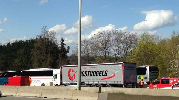 Cheratte: un accident sans gravité entre deux cars et un camion
