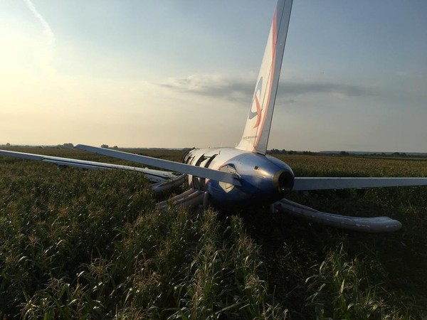 Moscou : le miraculeux atterrissage d'urgence de l'Airbus A321 filmé depuis l'intérieur (VIDEO)