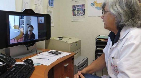 La psychiatre consulte à distance, par écran