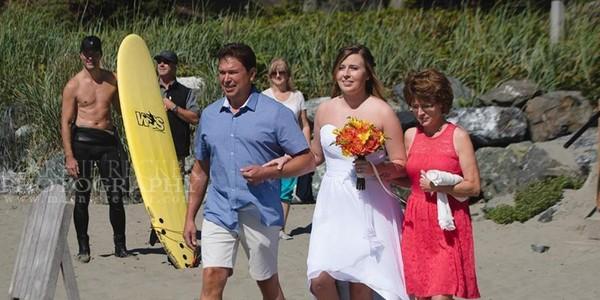 Justin Trudeau s'incruste torse nu sur une photo de mariage