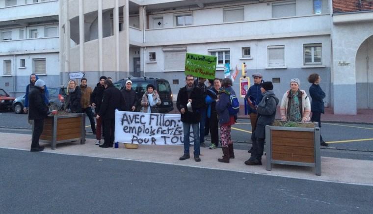 Verbalisés pour un concert de casseroles contre Fillon à Calais, les opposants ont cru à une blague