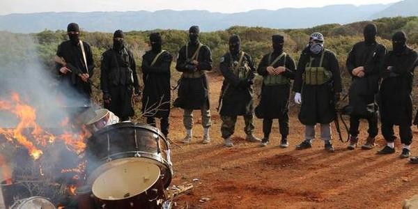 L'Etat islamique réduit en cendres des instruments de musique