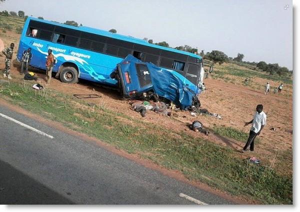 La compagnie de transport Rimbo Transport Voyageurs (RTV) cause la mort de 10 personnes et 1 blessé dans un accident aux alentours de Doutchi