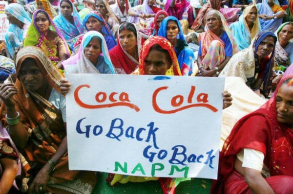 Une paysanne indienne fait fermer une usine Coca Cola