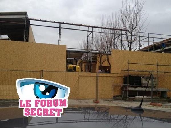 """Les nouvelles photos de la Maison des Secrets en construction laissent apparaître un """"jardin""""... tout petit ! Secret Story 7 au 11 avril 2013"""