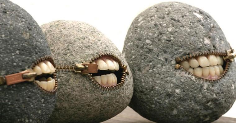 Les extraordinaires créations de Hirotoshi : il façonne les pierres en objets surréalistes