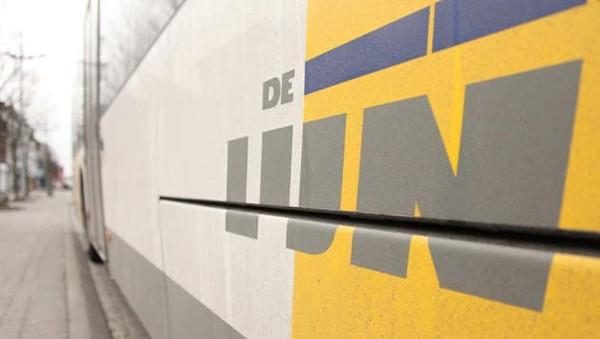 Un camion percute un bus De Lijn, deux blessés graves