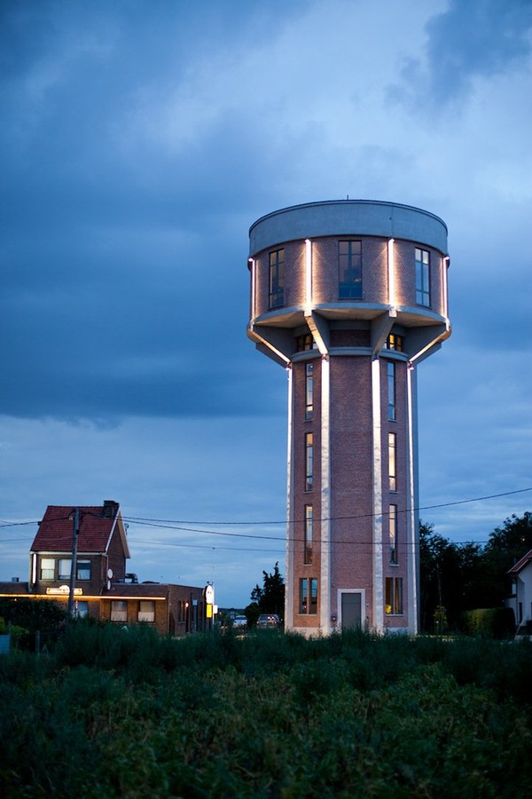 http://www.niceplacevisit.com/extremely-special-water-tower-house/
