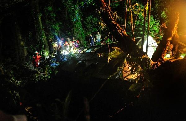Brésil: un autocar tombe dans un ravin, 54 morts