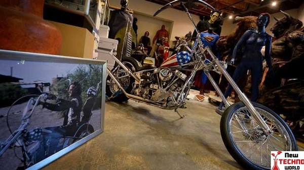 Easy Rider motorcycle auctioned for $1.35m | Entertainment News