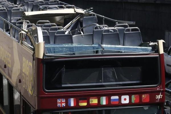 Paris. Un bus à étage s'encastre sous un tunnel: une femme désincarcérée