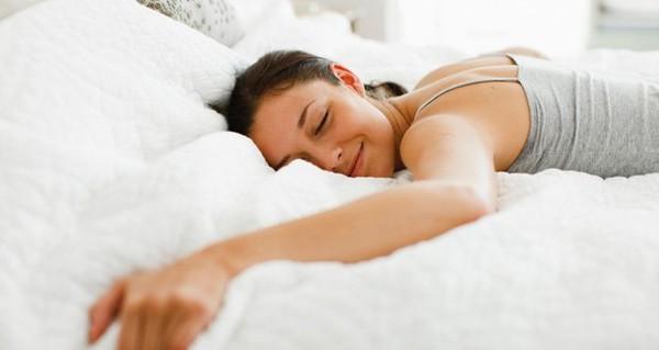 Pourquoi faut-il dormir sans pyjamas ?
