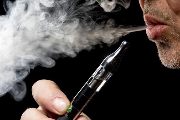 La cigarette électronique est-elle dangereuse pour la santé? - La Croix