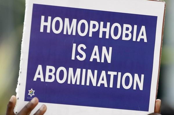 Homophobie et Cyril Hanouna : La suffisance est souvent l'aplomb des imbéciles - LNO