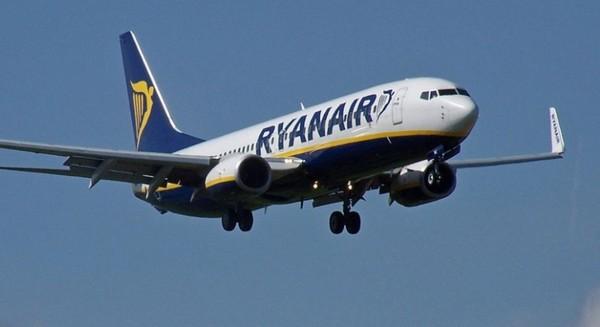Ryanair attaquée en justice par six anciens employés basés à Charleroi - RTBF Regions