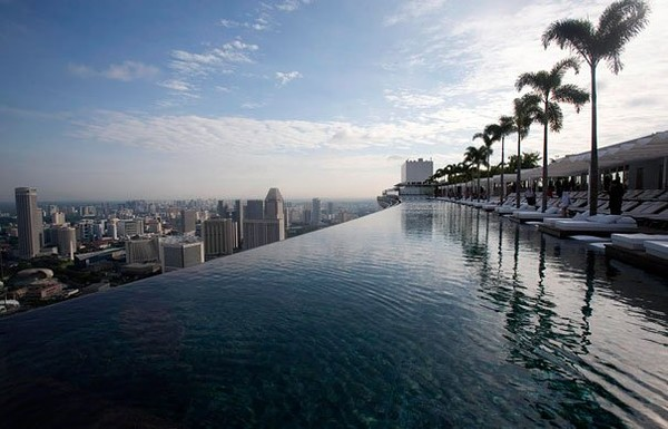 Amazing simple infinity pool Singapore hotel - NICE PLACE TO VISIT