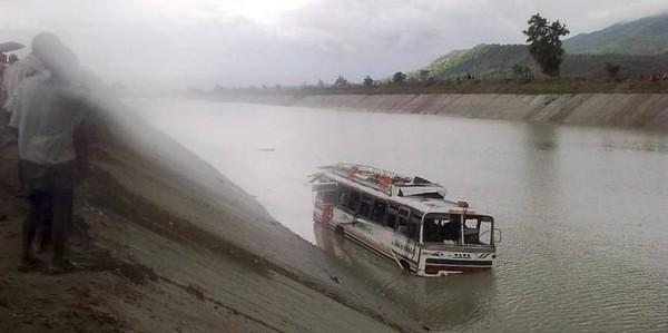 20 Minutes Online - 35 tués dans un accident de bus venu d Inde - Monde