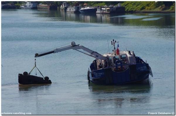 Enlèvement de 3 voitures en amont de Vigneux sur seine - Eclusiers