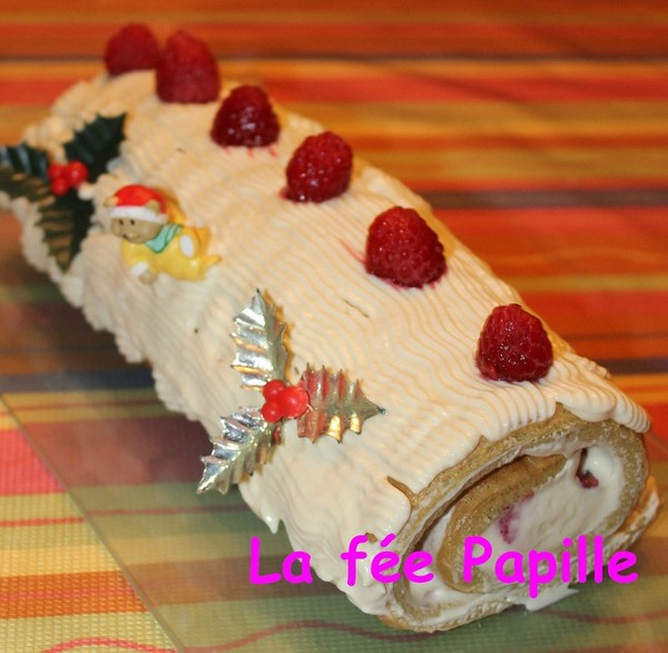 Bûche pistache chocolat blanc et framboises - La fée Papille