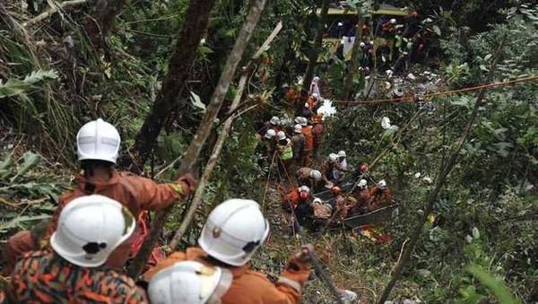 Au moins 37 morts dans un accident de car en Malaisie