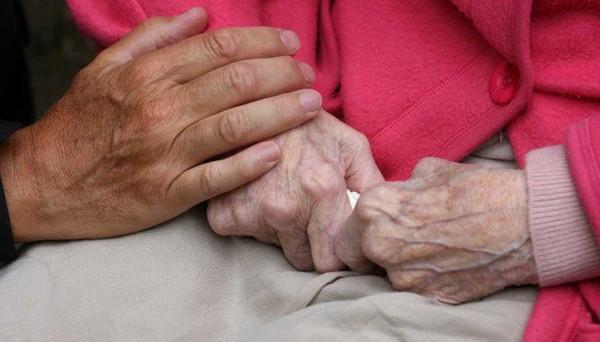 Mes parents ont 92 et 85 ans : la maison de retraite ? Pas question. Alors je vis avec eux