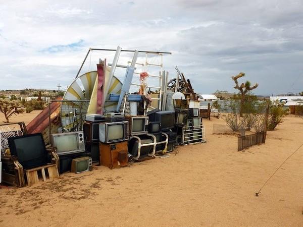 Exposition Art Blog: Noah Purifoy - Outdoor Desert Art Museum