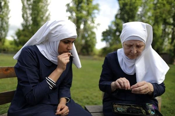 Portfolio : ces nonnes qui cultivent du cannabis
