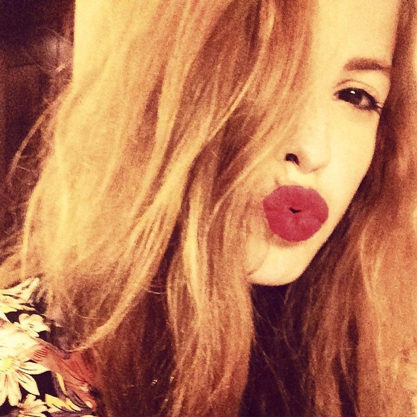 "Cande Molfese on Instagram: ""Hola viernes 👄"""