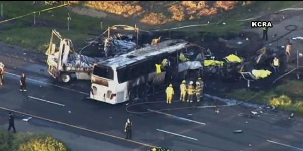 Un terrible choc entre un bus et un camion fait au moins 10 morts et 34 blessés aux États-Unis - SudOuest.fr