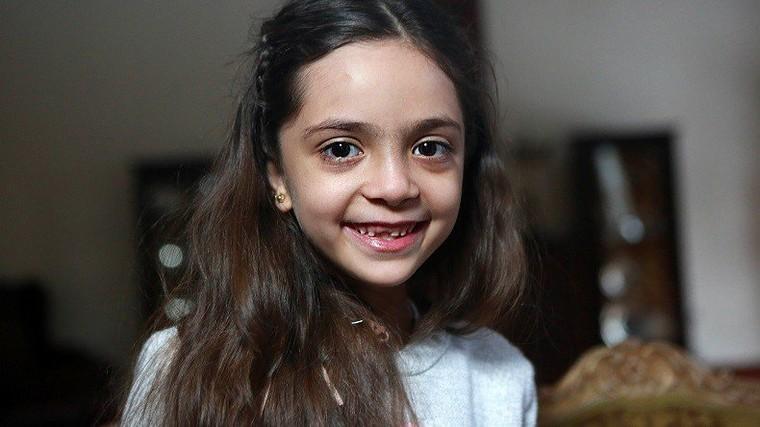 Bana, la jeune «tweeteuse d'Alep», remercie Donald Trump d'avoir bombardé la base syrienne