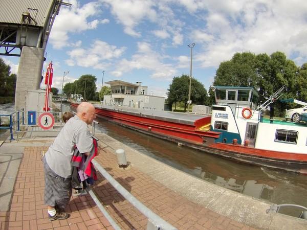 Dans le Hainaut, les mariniers ont le temps de voir vieillir les éclusiers...