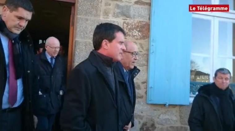 Bretagne : Manuel Valls giflé à la sortie d'une mairie
